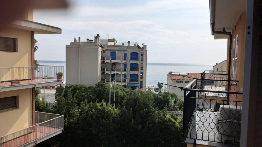 Ceriale bilocale con terrazza vista mare